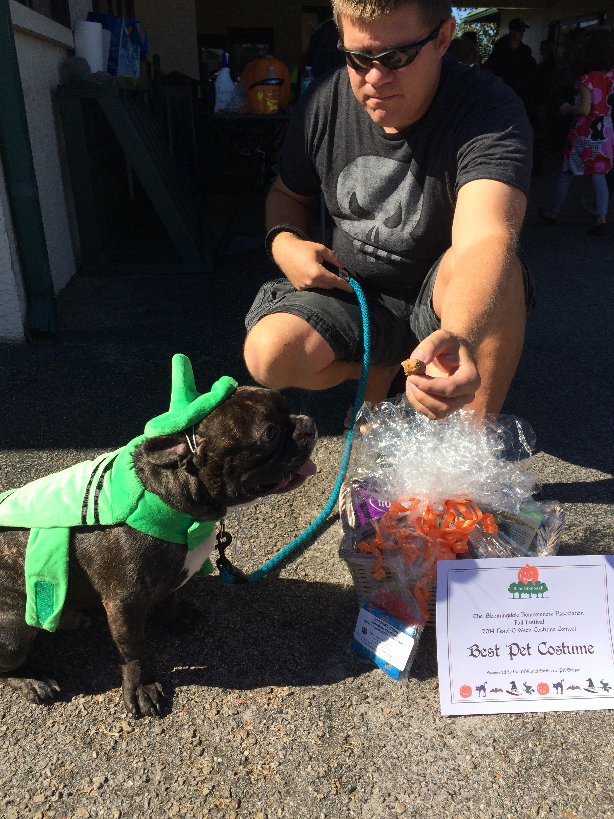 Agnese Walker Fall Fest Pet costume Winner.JPG
